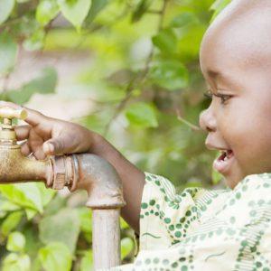 子どもの命に関わる世界の水と衛生問題とは