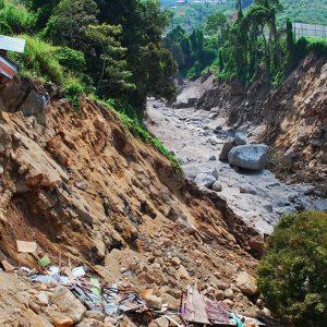 九州北部豪雨で発生した土砂災害の被害や原因は?