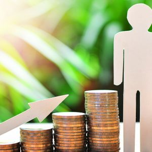 高齢者の収入源や家計事情は?労働や所得について解説