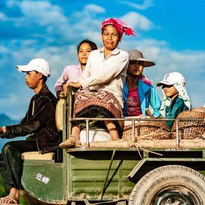 南アジアの貧困率が高い国とその原因について解説