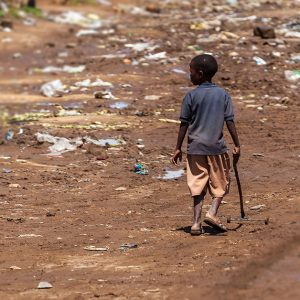 多次元の貧困とは?世界で6億6,200万人の子どもが貧困状態に