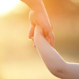 シングルマザーのお金事情は?収入や貯蓄、養育費などについて解説