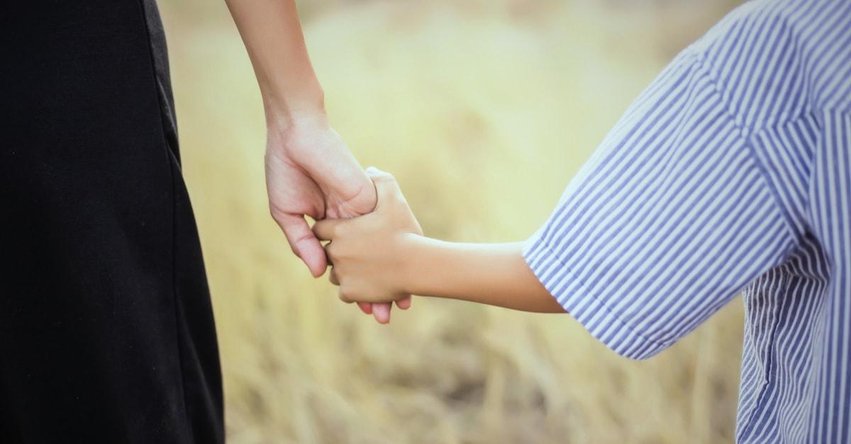 貧困に苦しむシングルマザーの現状や生活とは?
