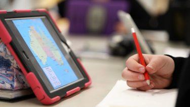オンライン授業を受ける中学生はどれくらいいる?メリットや課題点とは?