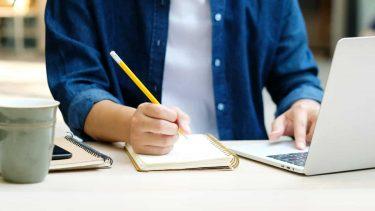 オンライン授業のデメリットとは?通信環境の影響や長時間利用による疲れなどの対策が必要