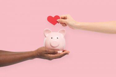 寄付とは?寄附や募金、義援金との違いも解説