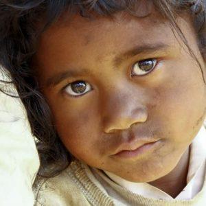 アフリカで貧困に苦しむ人々のために、私たちにできることを考えよう