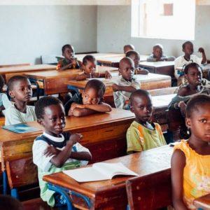 アフリカで教育ボランティアをする方法は?日本でできる支援活動も紹介